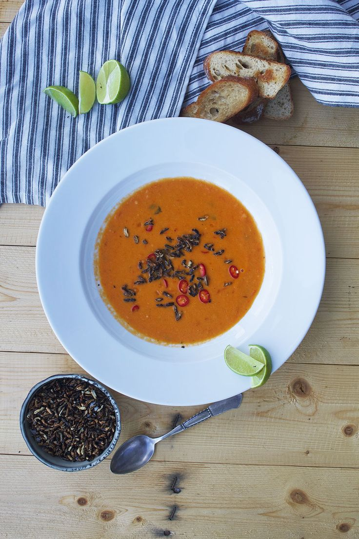 Spicy tomatosoup with poppy rice // spicy tomatsuppe med puffede, vilde ris