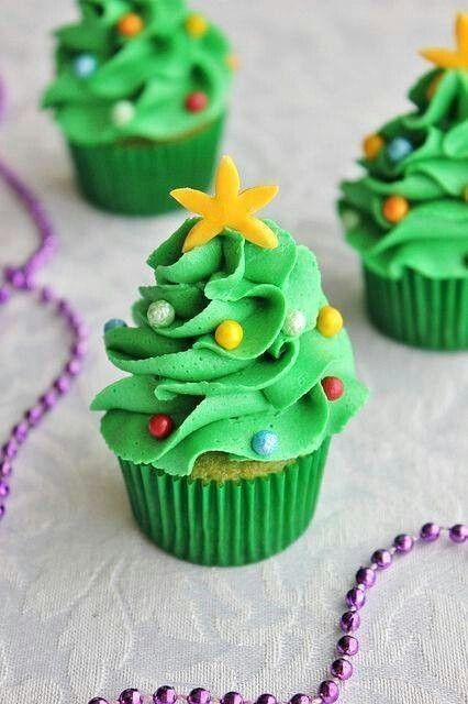 Mini Christmas tree cupcakes #festivefavorites