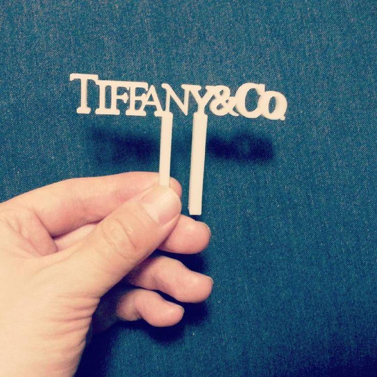 티파니앤코 로고를 만들어보았습니다 케잌에 꽃고싶다는 의뢰가 있어서 만들어보게 되었네요 여러번 실패하다가 그나마 괜찮은거 하나 건져서 올립니다 ...하지만 그래도 더 발전시켜야 할거같습니다 ㅎㅎ  #주문 #티파니앤코 #3d프린팅 #제작 #작업 #tiffanyandco #3dprinting by yeoki.da