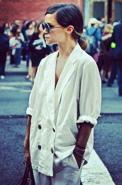hmm an oversized mens jacket might be replicate this look! gotta try! Mira Duma
