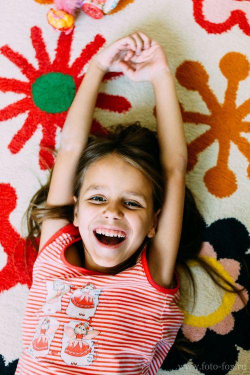 Детский фотограф девочка дома детская фотосессия
