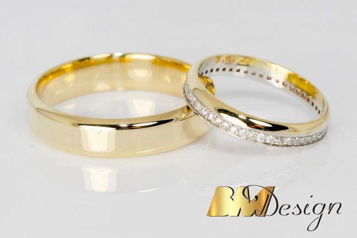 Zjawiskowe obrączki ślubne z diamentami. Damska obrączka bardzo delikatna, z diamentami dookoła. Męska klasyczna z zaokrąglonymi bokami. Nowoczesne połączenie Carbonu i czerwonego złota, dla Pani czerwone złoto i diamenty. BM Design Black & White #obraczkislubne #obrączki #Rzeszów #diamenty #Carbon #pierśconki #złotnik #Jubiler #naprawa #nazamówienie BM Design!