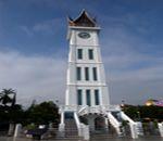 Jam Gadang. Kokoh berdiri di pusat kota Bukittinggi.