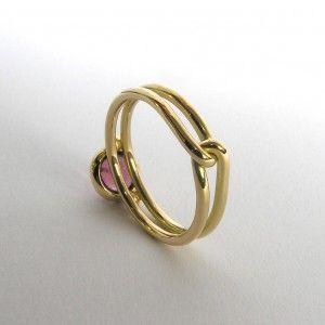 18K geelgouden ring, tourmalijn, roze diamant :  www.werkplaatsmarlies.nl