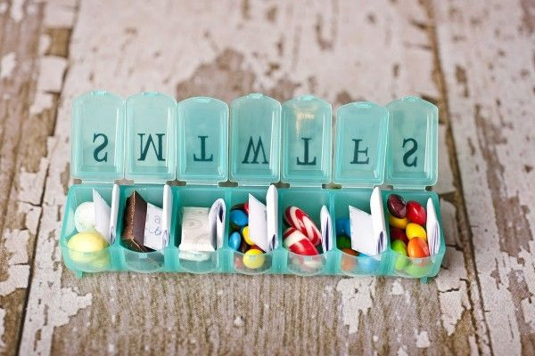 DIY 7 days of love- perfect present for someone going away for a week with candy and notes: Encouragement Ver, Cheer Up Gifts, Gifts Ideas, Go Away Gifts, Pills Boxes, Cute Ideas, Sweet Gifts, Love Note, Encouragement Gifts