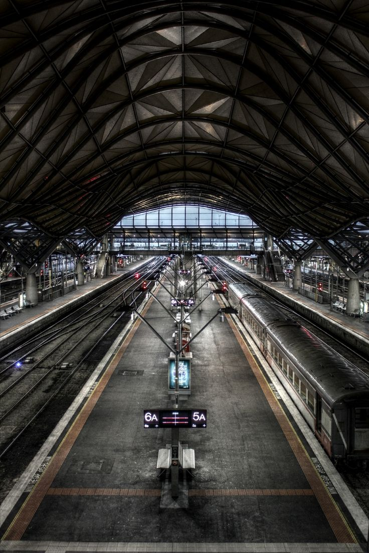 Southern Cross station, Victoria, AUS. Strangely eerie without the masses