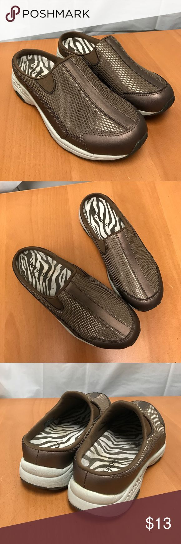 """Easy spirit slip on walking shoe 5.5 (Estravel) Heel: 1"""" almost new condition, this item not eligible for bundle discount Easy Spirit Shoes Flats & Loafers"""