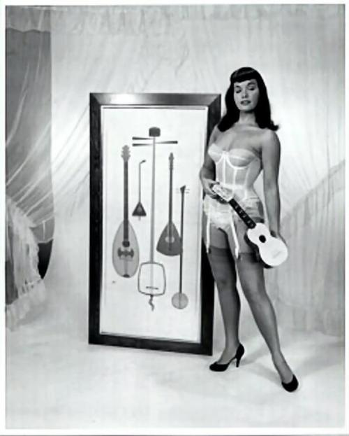 Bettie Page apparently teaching some sort of master class on the history of the instrument.