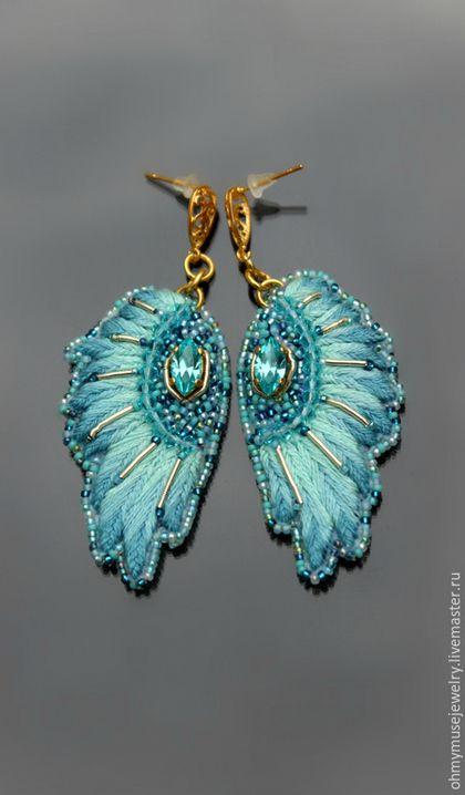 """Серьги ручной работы. Ярмарка Мастеров - ручная работа. Купить Голубые серьги-крылья """"Попугайчик"""", ручная вышивка, кристаллы, бисер. Handmade."""