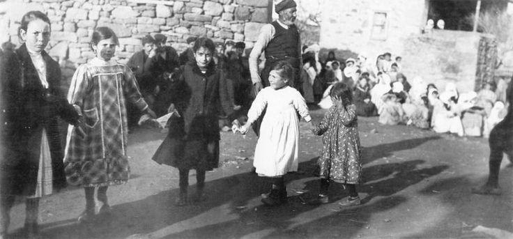 Πανηγύρι σε χωριό της Λήμνου, Ιανουάριος 1913. Φωτογραφία του Etienne Labranche, πολεμικού ανταποκριτή της εφημερίδας Le Temps των Παρισίων.