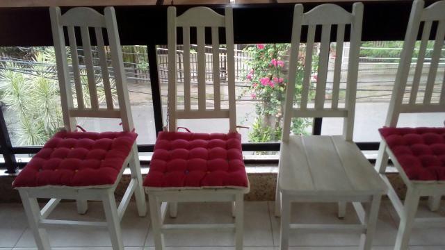 6 cadeiras de madeira em pátina