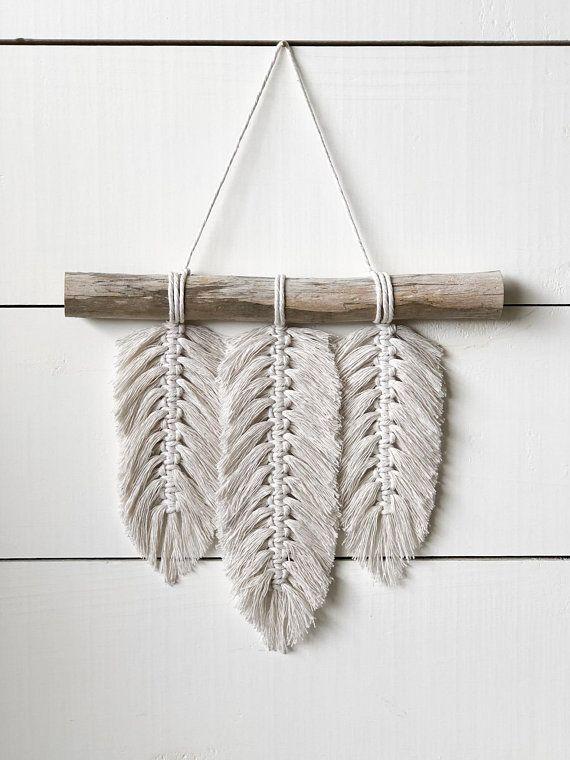 Petit mur de Macrame suspendu – Plumes – Plumes de Macrame – Macrame Home Decor – Home Decor – Boho Decor – Boho Art – Boho Feathers – Macrame