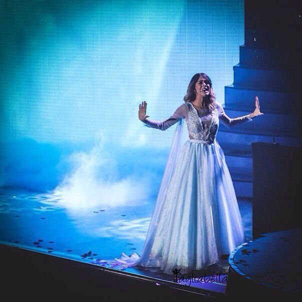 Cantando libre soy!❤️❄️ #ViolettaLive❤️ @TiniStoesel❤️❤️