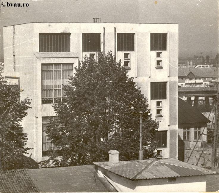 """Biblioteca """"V.A. Urechia"""" - depozit carte, Galati, Romania, anul 1991.  Imagine din colecţiile Bibliotecii Judeţene """"V.A. Urechia"""" Galaţi."""