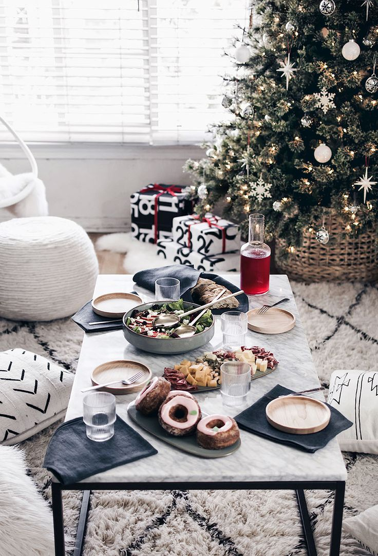 Simple Tips for Easy Holiday Entertaining with @fourblockssouth #fourblocksholiday #ad