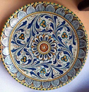 Espositore: La Bottega della Maiolica, ceramica https://www.facebook.com/photo.php?fbid=735755189879081&set=gm.1432121687103288&type=1&theater