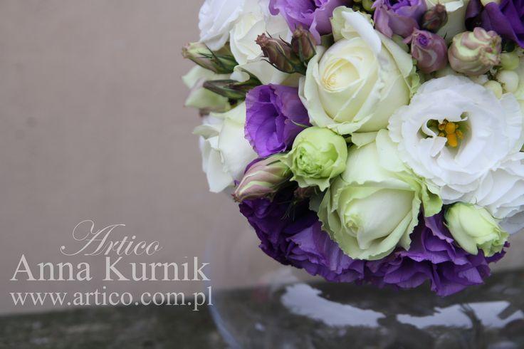Piękny fioletowo biały bukiet ślubny dla Pani Młodej   www.facebook.com/artico.kwiaty  #fioletowy #bukiet #róże #eustoma