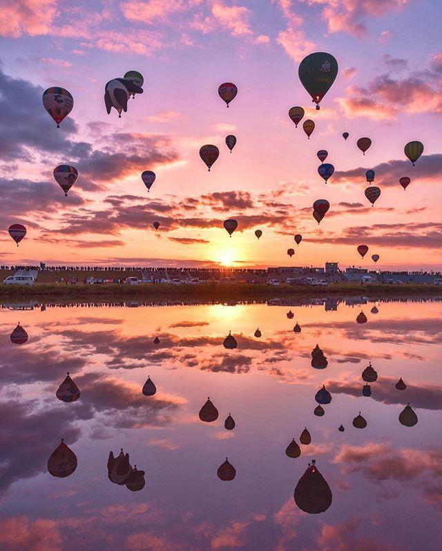 今日も 2016.11.02 佐賀バルーンフェスタへ . 会場から飛び立つバルーンも あれば 他のとこから飛んでくる バルーンも。 . パンダのバルーンが 気になりすぎる今日でした . 全員集合の朝の一斉離陸は 見れなかったけど 朝陽がキレイでした(*´ー`*) . 明日も行けたらいこう . #佐賀インターナショナルバルーンフェスタ #バルーン#佐賀#佐賀バルーンフェスタ #バルーンフェスタ#saga#balloons #tokyocameraclub #team_jp_ #icu_japan #japan #japan_daytime_view #wu_japan #igers#phos_japan #jp_gallery #japan_photo_now #bestjapanpics #skyshotarchive #photo_shorttrip #ig_world_colors #ptk_sky #wp_japan #loves_nippon #instagram #ig_japan #ig_photooftheday#lovers_nippon