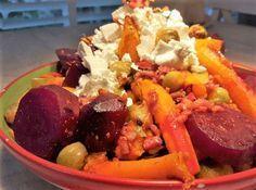 Heerlijke koolhydraatarme herfstschotel met spruitjes, spekjes en kleurrijke groenten. Laat de spekjes weg en het is een vegetarische herfstschotel.