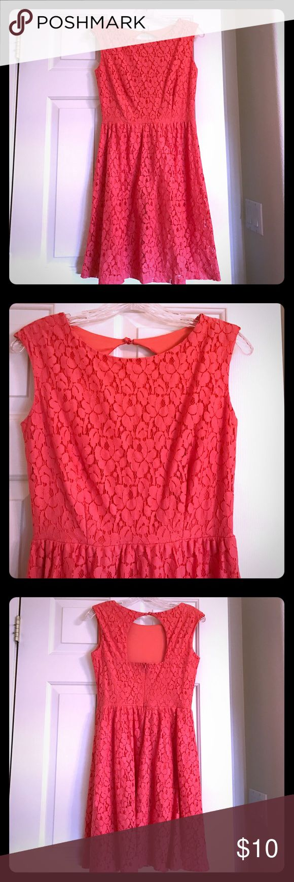Peach Lace Dress Peach lace dress. Zips up the back. Worn a few times but still in good condition. Cut the tag off but pRetty sure it's a size small. Great for spring!! Dresses Midi