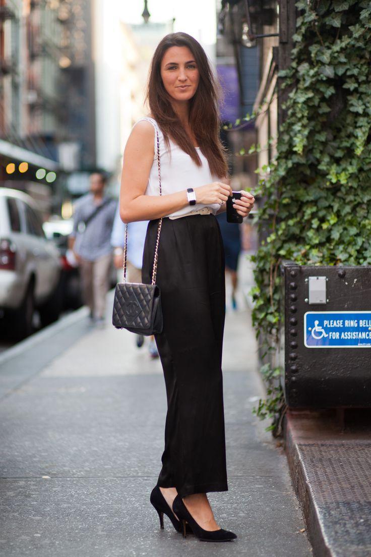 No se necesita mucho para volver a trabajar su ropa de trabajo para el verano - mirar hacia tejidos ligeros en los mismos tonos clásicos que le gustan. Foto cortesía de Adam Katz Sinding