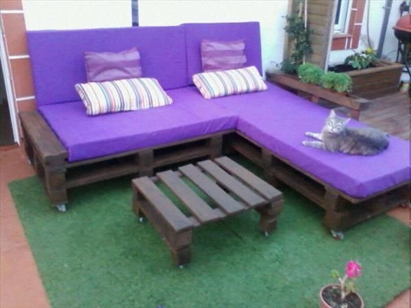 Pallet L shaped Sofa Sitting Plan on Wheels | 99 Pallets