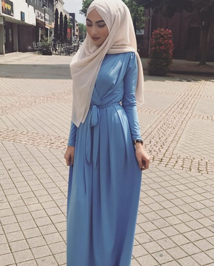 Hijab style <3 i lov this bleu but i don't think the foular goes well with it