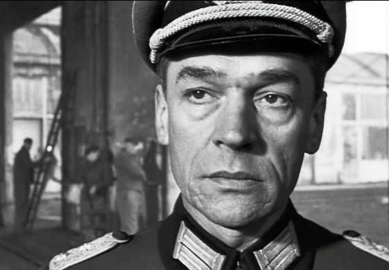 "Paul Scofield ""The Train"""