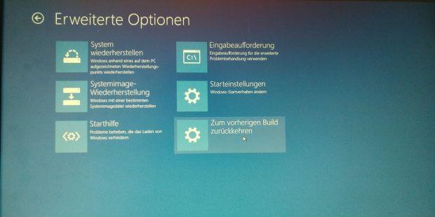ber ein Einfrier-Problem klagen derzeit einige Nutzer, die das Anniversary Update für Windows 10 bereits über Windows Update erhalten haben. Nach dem Start funktioniere demnach Windows 10 Version 1607 (so die Versionsnummer nach dem Update) zunächst problemlos. Allerdings nur für einige Sekunden. Nach etwa 20 Sekunden friere aber dann das System komplett ein und Windows 10 reagiere auf keinerlei Eingaben mehr. Auch nach einem Neustart trete das P So ist die Rückkehr zur vorherigen Build…
