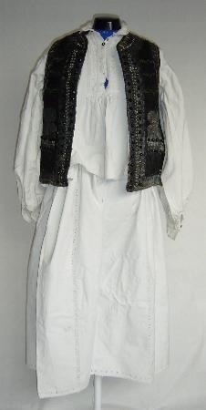 Men's costume from Transylvania, Huedin