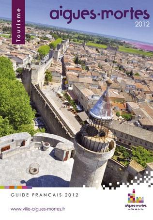 Aigues-Mortes : la cité médiévale fortifiée du Languedoc érigée par Saint Louis est située au coeur des marais salants de Camargue.