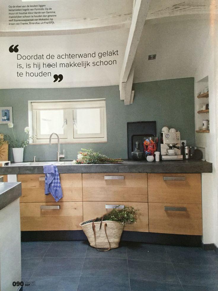 Stoere keuken, mooie kleur achterwand