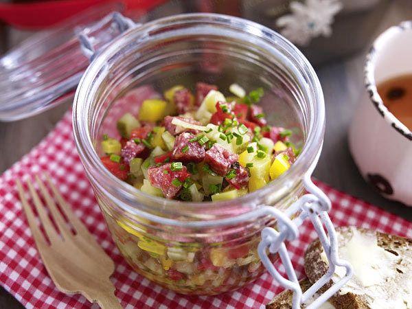 Landhaus-Party - zünftige Leckereien fürs Büffet - landjaeger-salat  Rezept