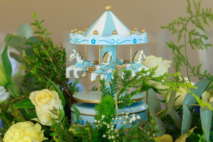 Posh baby shower - blue and yellow carousel theme #itsaboy #babyshowerdecorations