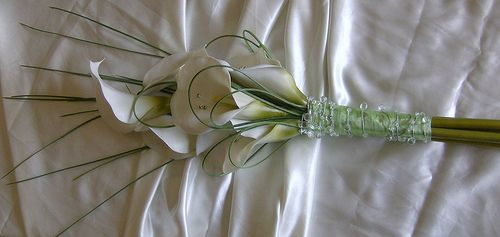 over the arm bridal bouqet one flower | wendy 934pkg* a brides over arm/sheaf bouquet of calla lilies ,with ...