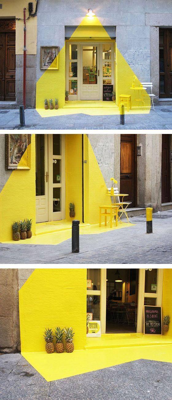 Color en pisos-muros-cielos...con hexagonos q se esfuman, mobiliario aluminio, barra y muro baÑos d duela d madera