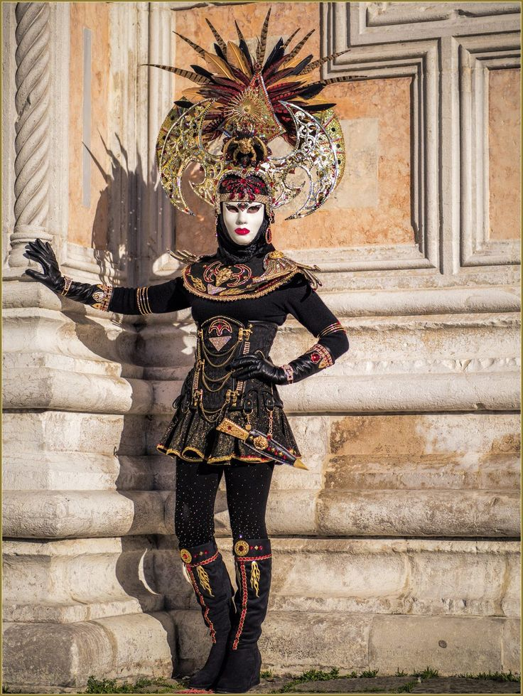 Black and gold simple costume with a headdress ~ Carnival of Venice 2016