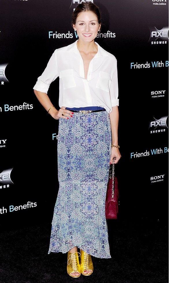 Olivia Palermo does evening right, by adding some punch to her look with eye-catching gold heels // #celebritystyle