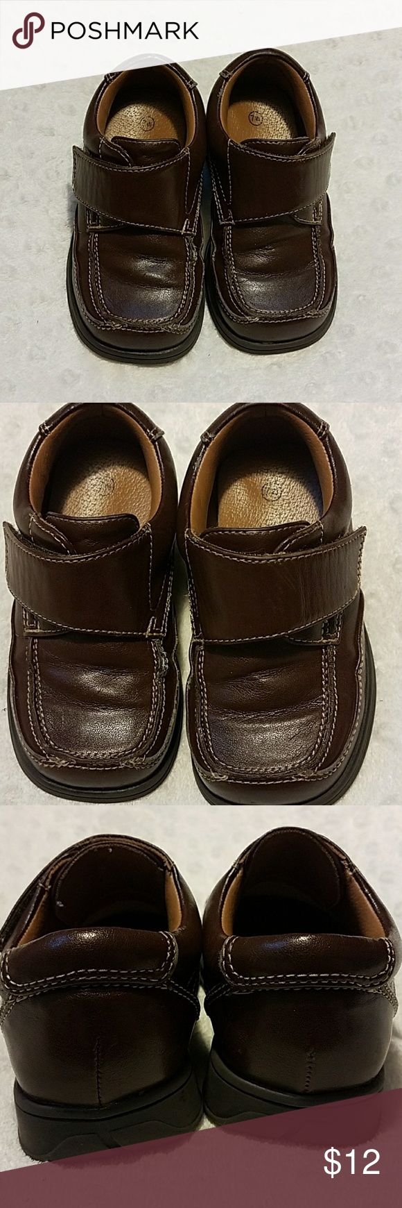Smart Fit Boy Toddler Brown Dress shoes size 7 W Smart Fit Boy Toddler Brown Dress shoes  size 7 W Brand: smart fit  Color: brown This SmartFit dress style shoes features a roomy square toe, convenient adjustable strap closure, jersey lining, padded footbed, and skid-resistant outsole  Gently used, shows wear in front of shoes. Please see all pictures listed SmartFit Shoes Dress Shoes