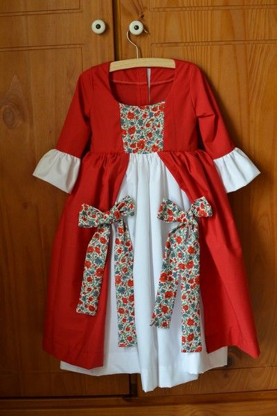 "Robe de Marquise ""Princesses, Pirates et cie"""