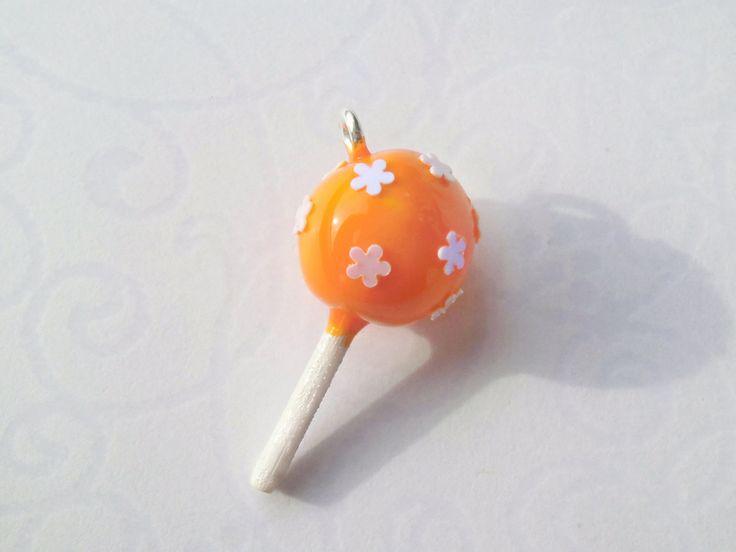 Cake Pop Anhänger - orange mit Blümchen von by Jewelz auf DaWanda.com: http://de.dawanda.com/product/55460639-Cake-Pop-Anhaenger---orange-mit-Bluemchen