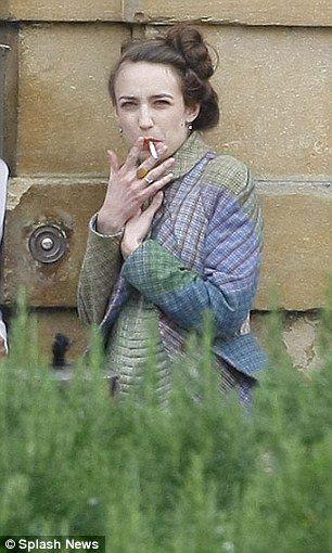 Elizabeth Jagger puffed away outside