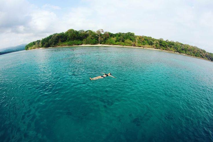 Let the sea set you free! . . Next Trip Pulau Peucang, Taman Nasional Ujung Kulon :  27 – 29 Oktober 17 – 19 Nopember  30 Nopember – 2 Desember 22 – 24 Desember  Biaya Trip hanya Rp 735.000 per orang Itinerary >> http://bit.ly/OpenTripUjungKulon-TNUK . . For details/reservation /private trip arrangement please mail to  tuk4ng.jalan@gmail.com . . WA : 082213546018 / 085810697553 Line : @tukangjalan  IG : @tukang_jalan Twitter : @tukang_jalan . . #pulaupeucang #ujungkulon #TNUK…