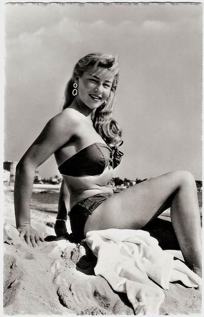 Catching Ray, Blondes Bombshell, Vintage Lady, Bath Beautiful, Pin Up, Vintage Divas, Classic Pin, Beach Life, Vintage Photos Black