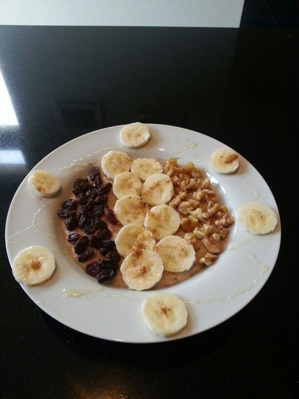 Havermoutpap banaan walnoten rozijnen honing kaneel