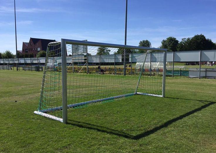 Ook het G-team van FC Groningen voetbalt met onze JVD180-serie jeugd voetbaldoelen. Voetbaldoel model JVD180 5 x 2m. voor wie alleen het beste goed genoeg is.