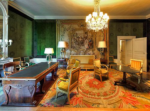 le grand trianon bureau d 39 apparat du g n ral de gaulle situ au rez de jardins de trianon. Black Bedroom Furniture Sets. Home Design Ideas
