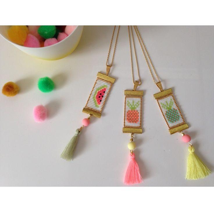"""Des colliers et pendentifs colorés, aux motifs fruités pour cet été!Ils seront parfaits pour les journées ensoleillées!Les colliers sont réalisés avec la méthode du tissage de perles Miyuki. Ce sont des perles qui permettent un travail avec un rendu régulier. Ils sont entièrement """"fait main"""".Deux options s'offrent à vous: un collier agrémenté d'une chaine dorée ou le pendentif seul.Modèle déposé."""