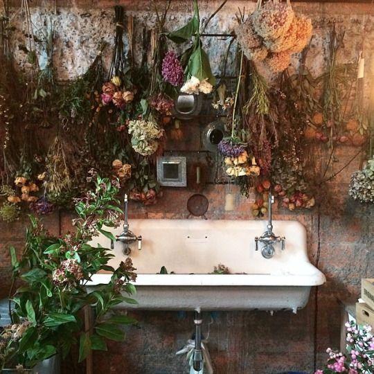 Sweet Vintage of Mine: A VINTAGE SINK and FLOWERS