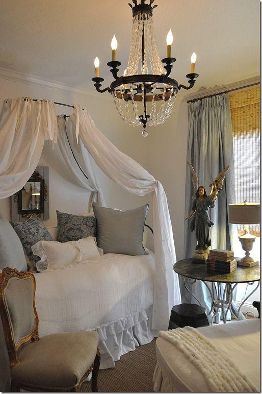 french bedroom  Google Image Result for http://1.bp.blogspot.com/_fOefRBlr4X8/TGA3ZjY8EaI/AAAAAAAAFd4/rP0J91q3uc8/s800/lizzysroom031_thumb1.jpg